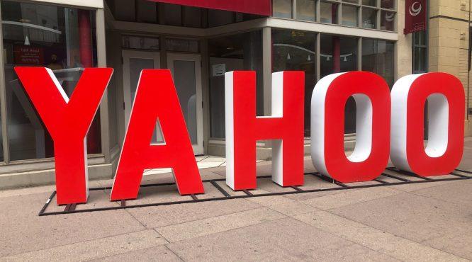 red yahoo signage